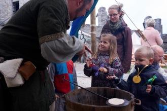Ridder Grizzly leert Vikingsbroodjes bakken