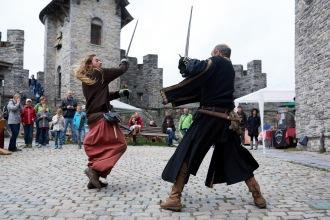 Ridder Glen en ridder Gene gaan het gevecht met elkaar aan!